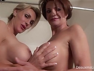 Deauxma Tanya Tate Shower During Live Show!